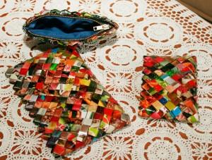 Tasker flettet i genbrugsmaterialer