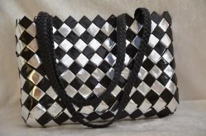 Flettaske i sort og sølv med hank