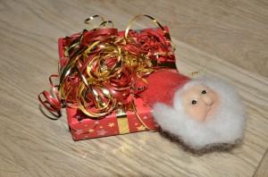 Nisseansigt - brugt som dekoration på julegave