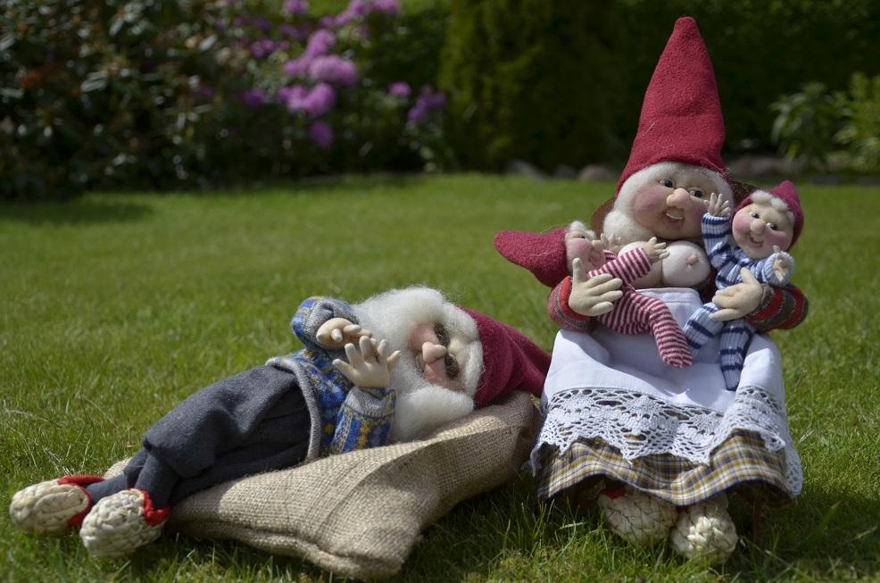 Sovenisse og mor med tvillinger